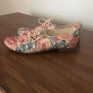 Floral Kimchi Blue size 7.5 loafers tie up